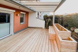 Terrasse mit Sitzbank